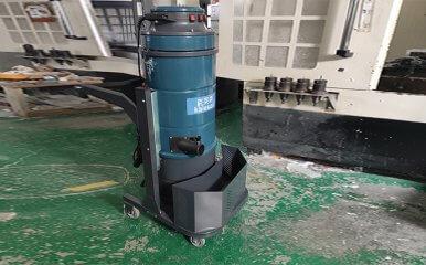 加工车间新购一台配套用单相工业吸尘器
